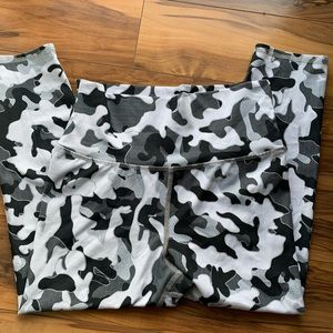 Evcr gray and white camo leggings M